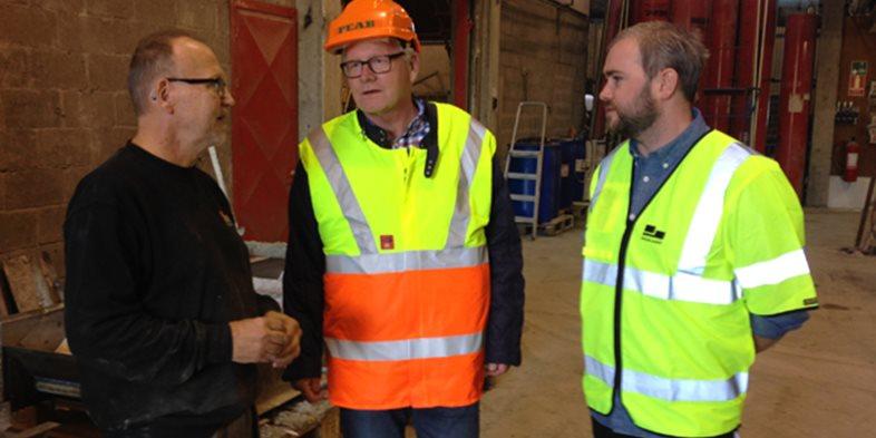 Carl Rulcker, controller på Skandinaviska Byggelement, pratade med medarbetarena i vår fabrik i Kalmar om vikten av god arbetsmiljö.